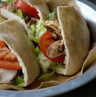 Chicken Pitas With Spicy Garlic Sauce